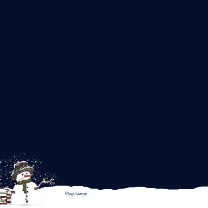 Kerstkaart sneeuwpop in de sneeuw 2