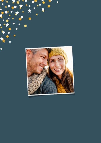 Kerstkaart staand gouden sterren met confetti en foto 2