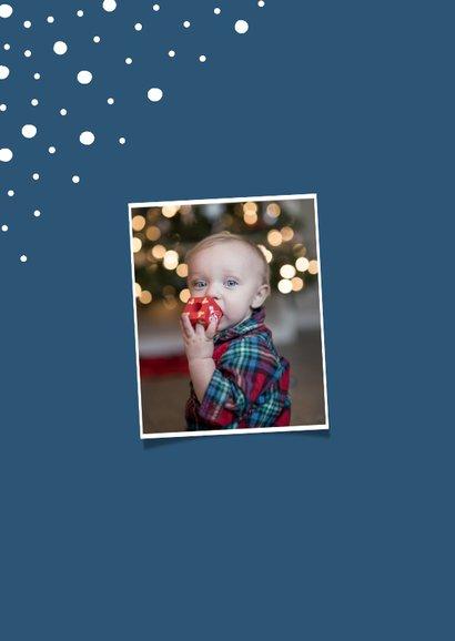 Kerstkaart staand happy holidays met confetti sneeuwvlokken 2