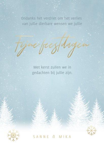 Kerstkaart sterkte met witte boompjes, sneeuwvlokken en foto 3