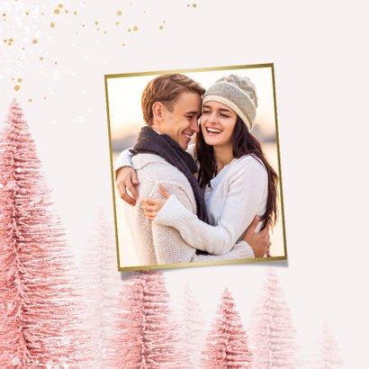 Kerstkaart stijlvol kerstbomen roze goud magisch 2