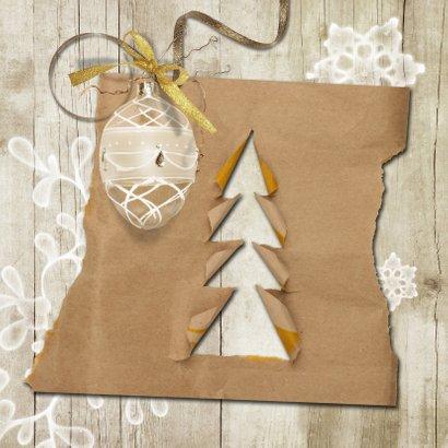Kerstkaart trendy hout en kraftpapier kerstboompjes 2