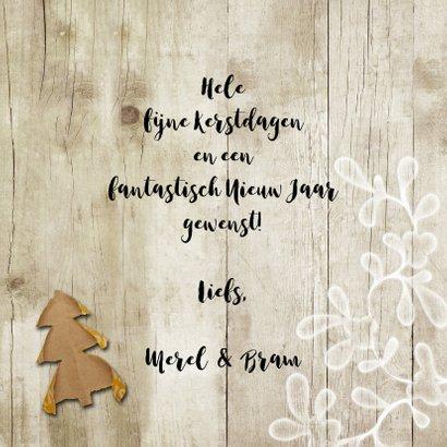 Kerstkaart trendy hout en kraftpapier kerstboompjes 3