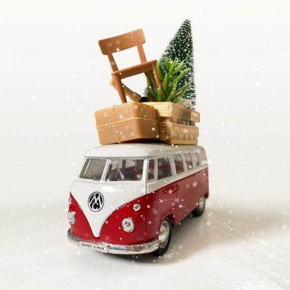 Kerstkaart verhuizen met Volkswagen busje en spullen op dak 2