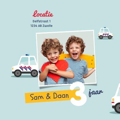 Kinderfeestje tweeling politieauto's foto's vrolijk 2