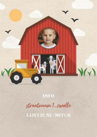 Kinderfeestje uitnodiging boerderij met koeien en tractor 2