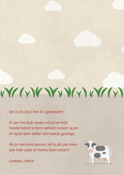 Kinderfeestje uitnodiging boerderij met koeien en tractor 3