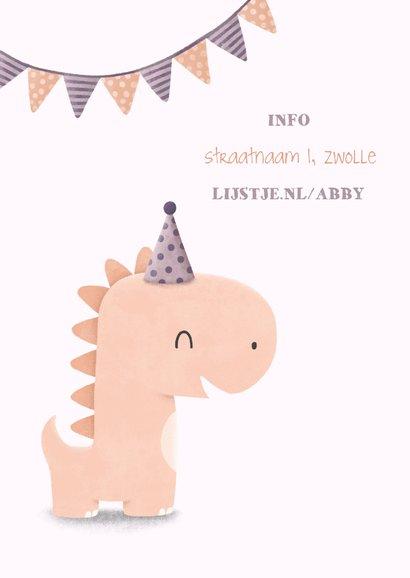 Kinderfeestje uitnodiging dinosaurus met vlagjes en hoedje 2