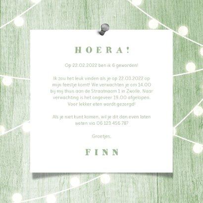 Kinderfeestje uitnodiging houtlook groen lampjes met foto 3