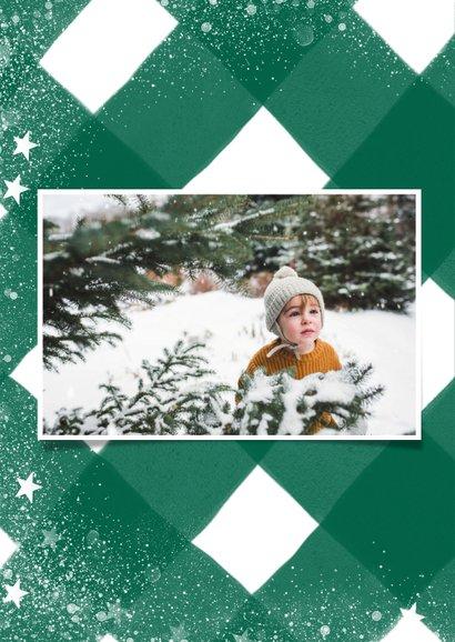 Klassieke kerstkaart met ruitenpatroon, sneeuw en grote foto 2