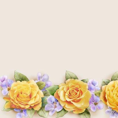 Kleurige verjaardagskaart met krans van gele rozen 2
