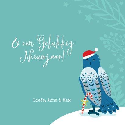 Kleurrijke kerstkaart met uilen in de sneeuw 3