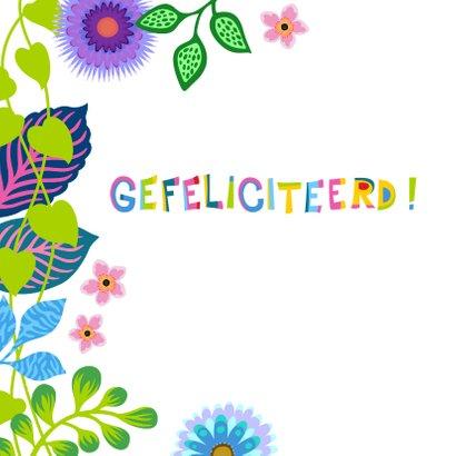 Kleurrijke verjaardagskaart met bloemen en planten 2