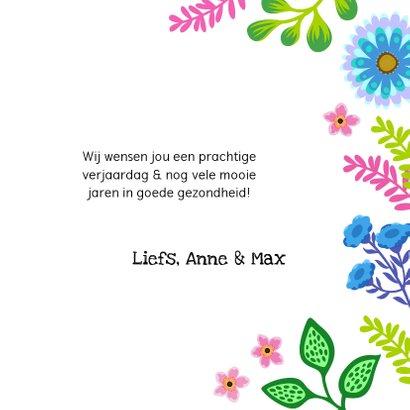 Kleurrijke verjaardagskaart met bloemen en planten 3