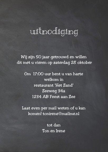 Krijtbord uitnodiging 50 jaar getrouwd houten wegwijzers 3