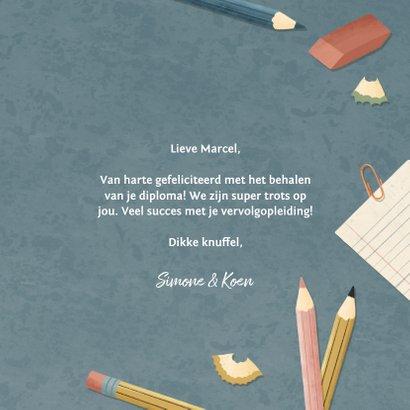 Leuke geslaagd kaart met potloden, papier pennen en schaar  3