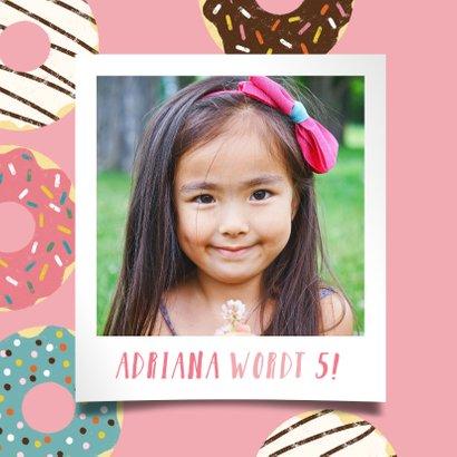 Leuke uitnodiging kinderfeestje met donuts en foto 2