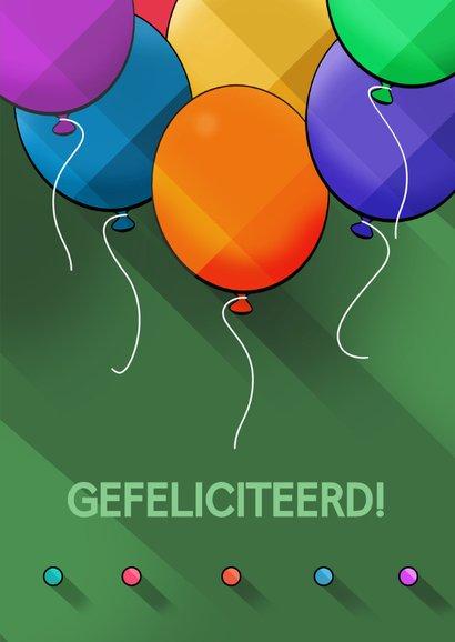 Leuke verjaardagskaart met ballonnen op groen 3