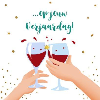 Leuke verjaardagskaart met bierglazen, handen en glazen wijn 3