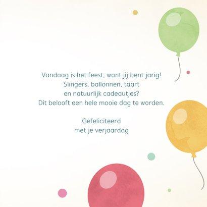 Leuke verjaardagskaart met kleurrijke ballonnen. 3