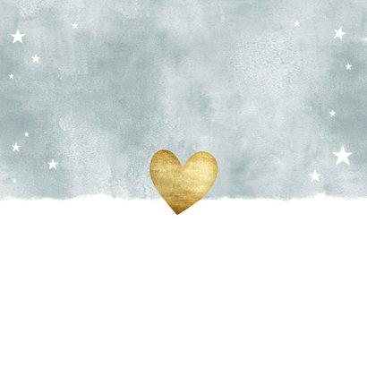 Lief geboortekaartje met blauwe waterverf en gouden hartjes Achterkant