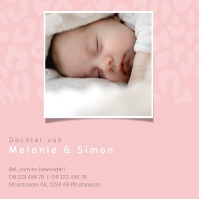 Lief geboortekaartje met strakke typografie en panterprint 2