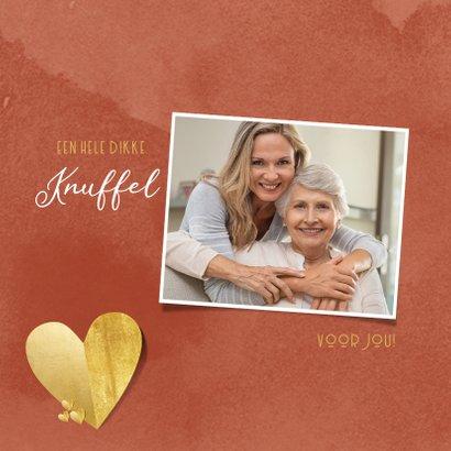 Liefdekaart warme knuffel gouden hart rode waterverf 2