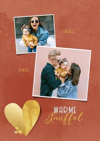 Liefdekaart warme knuffel gouden hartjes foto's rood 2