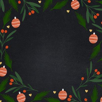 Liefdevolle kerstkaart tekst in hartvorm en kerstelementen Achterkant