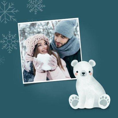 Lieve kerstkaart met ijsbeertje, warm wishes & sneeuwvlokken 2