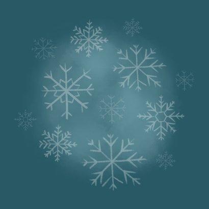 Lieve kerstkaart met ijsbeertje, warm wishes & sneeuwvlokken Achterkant