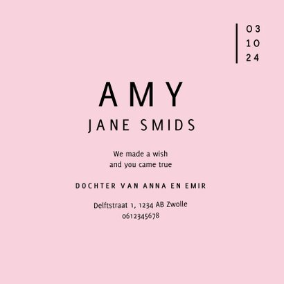 Modern geboortekaartje met strakke typografie en roze kleur 3