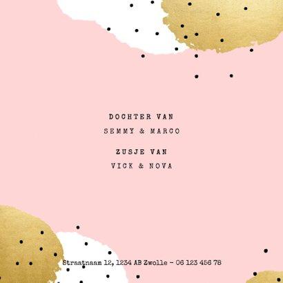 Modern geboortekaartje voor een meisje met verf en spikkels 2