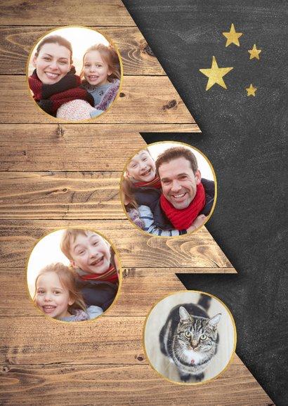 Moderne kerstkaart houten kerstboom, krijtbord en foto's 2