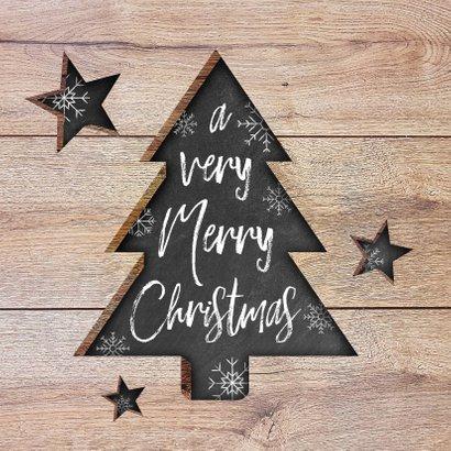 Moderne kerstkaart met hout, uitgesneden kerstboom en tekst 2