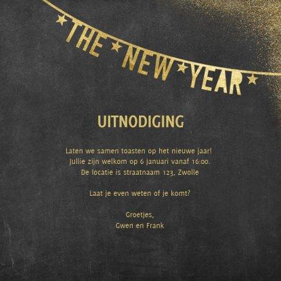 Moderne uitnodiging nieuwjaarsborrel slingers en polaroids 3