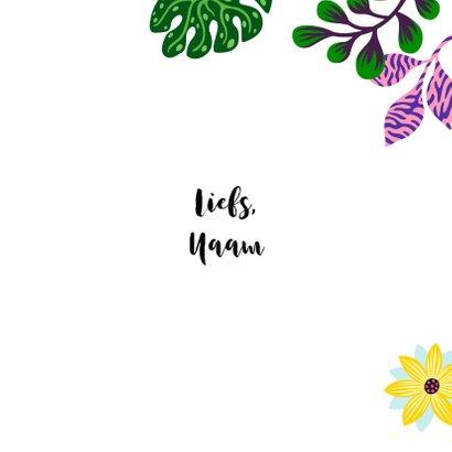 Moederdagkaart met vrolijk meisje, kat, planten en hart 3