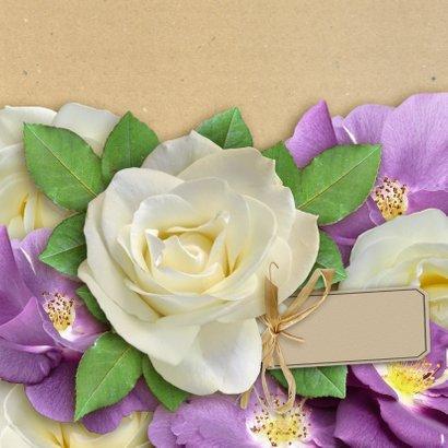 Mooie bloemenkaart met wilde en witte rozen 3