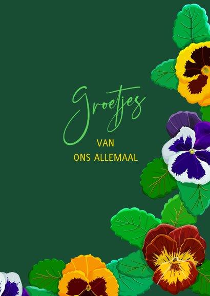 Mooie bloemenkaart voor een jarige met violen op groen 3