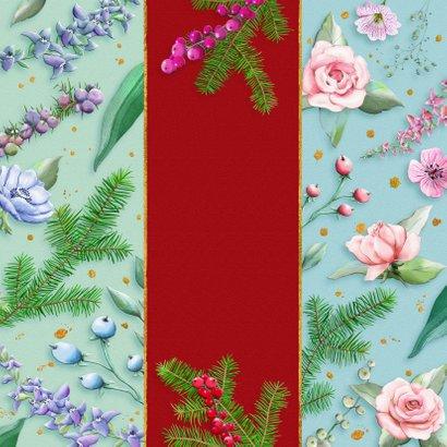 Mooie kerstkaart met bloemen en diverse takjes op kleurbanen Achterkant