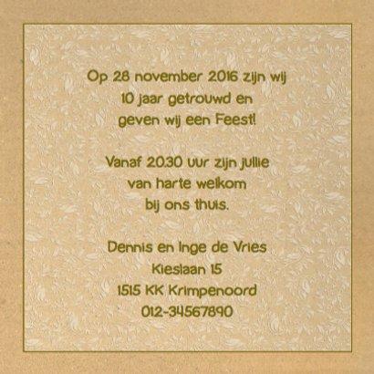 Mooie uitnodiging met label en drankje op karton-print 3