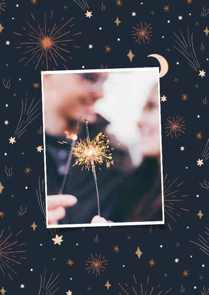 Nieuwjaarskaart best wishes met vuurwerk en sterren 2