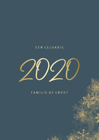 Nieuwjaarskaart grote foto met sneeuwkader en gouden 2020 3