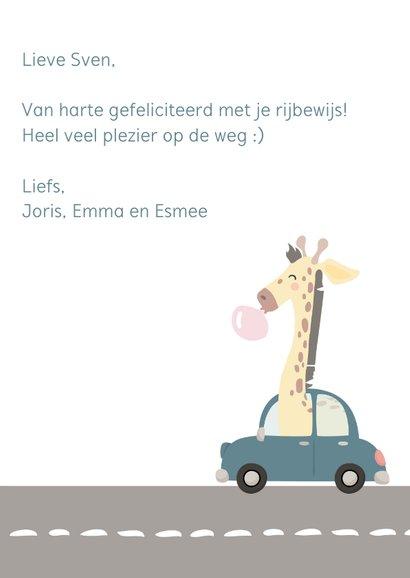 Rijbewijs felicitatiekaart met getekende giraf in de auto 3