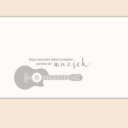 Rouw hobby muziek met silhouet van gitaar en portretfoto 2