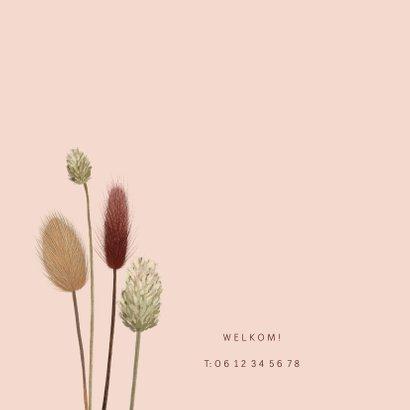 Roze geboortekaartje met droogbloemen 2