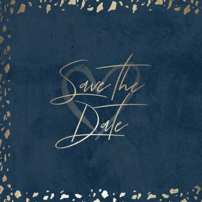 Save-the-Date-Karte in dunkelblau mit Goldschnipseln 2