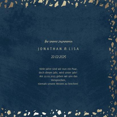 Save-the-Date-Karte in dunkelblau mit Goldschnipseln 3