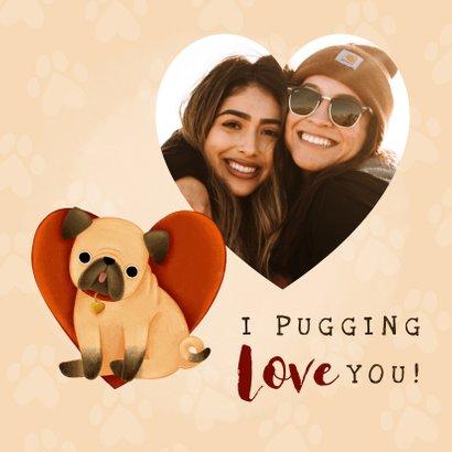 Schattige liefdekaart met pug, hartjes 'I pugging love you!' 2