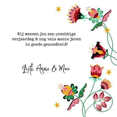 Sierlijke en kleurrijke verjaardagskaart met bloemen  3